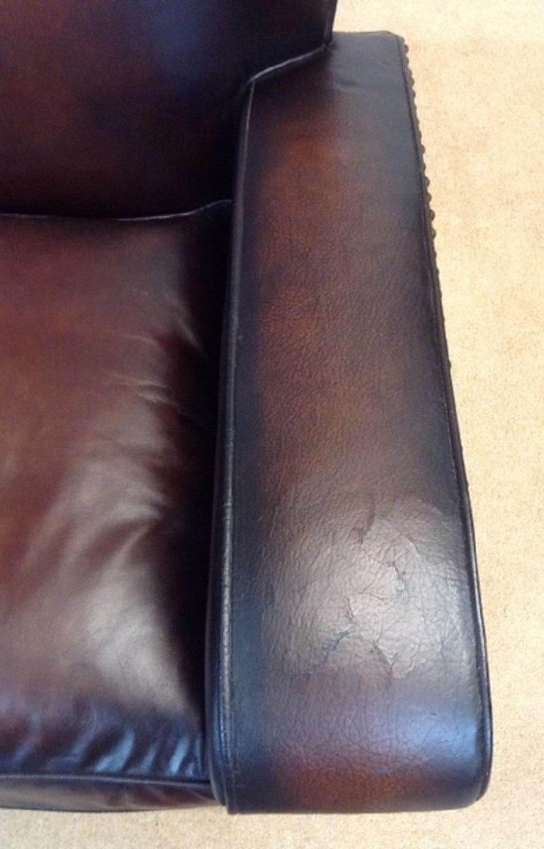 20th Century English Vintage Leather Couch In Good Condition For Sale In Chelmsford, Essex