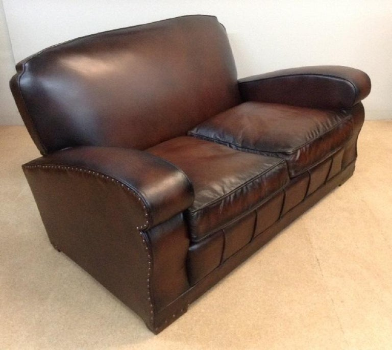 20th Century English Vintage Leather Couch For Sale 2