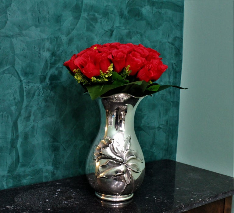20th Century Engraved Italian Silver Flower Vase, 1950s In Good Condition For Sale In Florence, IT