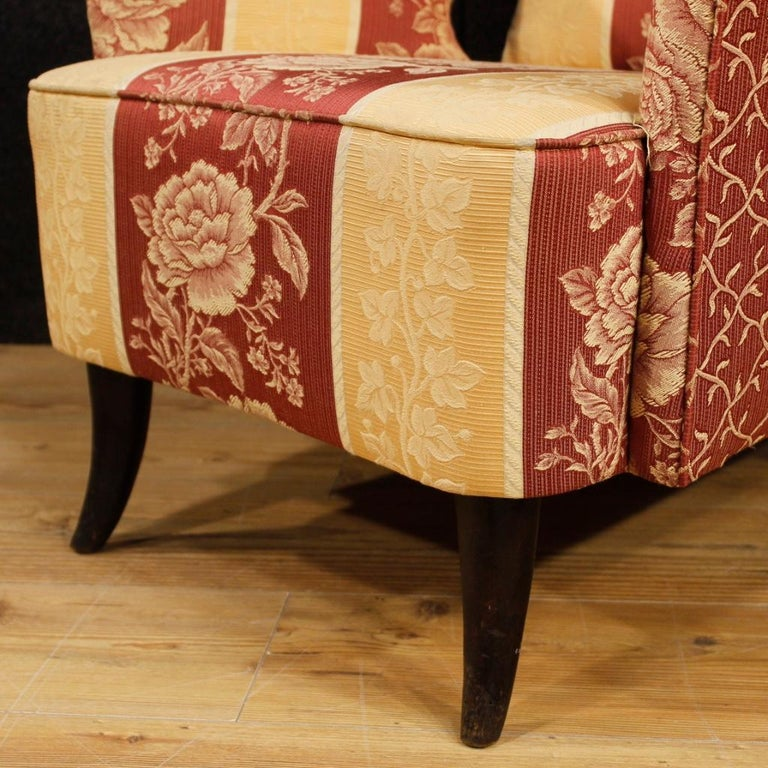 20th Century Floral Fabric and Wood Italian Ulrich Style Design Armchair, 1950 For Sale 6