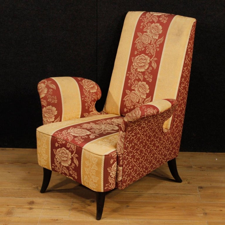 20th Century Floral Fabric and Wood Italian Ulrich Style Design Armchair, 1950 For Sale 4
