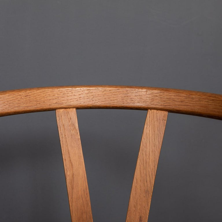 20th Century Four Wishbone Dining Chairs by Hans J Wegners, circa 1960 For Sale 8