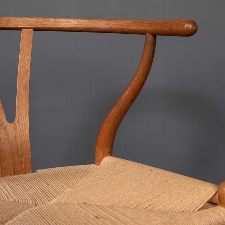 20th Century Four Wishbone Dining Chairs by Hans J Wegners, circa 1960 For Sale 10