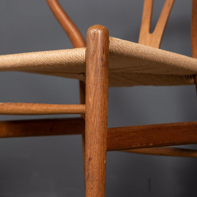 20th Century Four Wishbone Dining Chairs by Hans J Wegners, circa 1960 For Sale 15