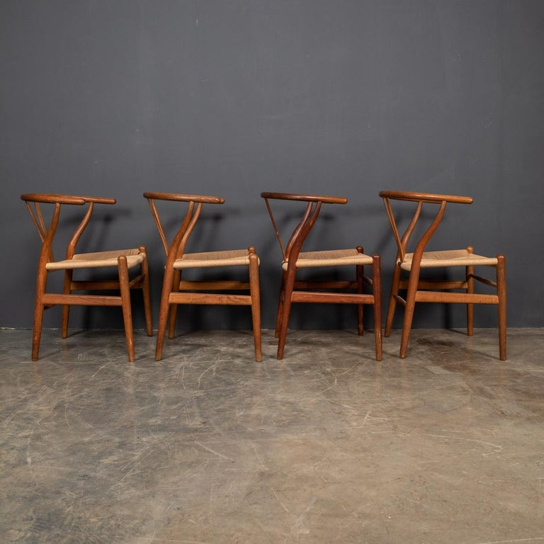 20th Century Four Wishbone Dining Chairs by Hans J Wegners, circa 1960 For Sale 1
