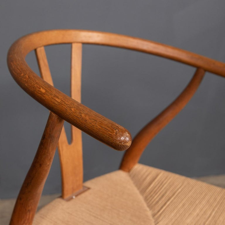 20th Century Four Wishbone Dining Chairs by Hans J Wegners, circa 1960 For Sale 3