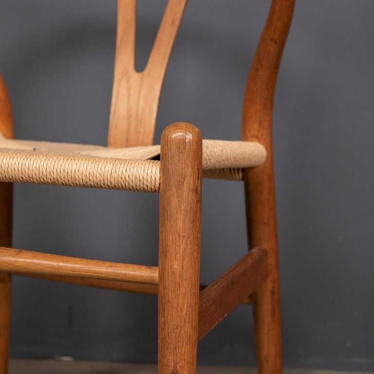 20th Century Four Wishbone Dining Chairs by Hans J Wegners, circa 1960 For Sale 4