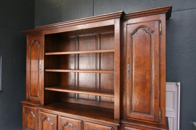 20th Century French Bookcase Cabinet Made of Oak For Sale 6