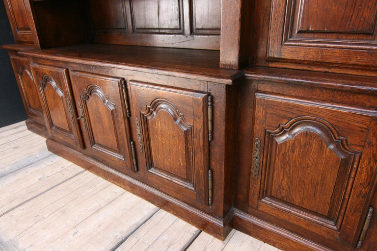 20th Century French Bookcase Cabinet Made of Oak For Sale 8