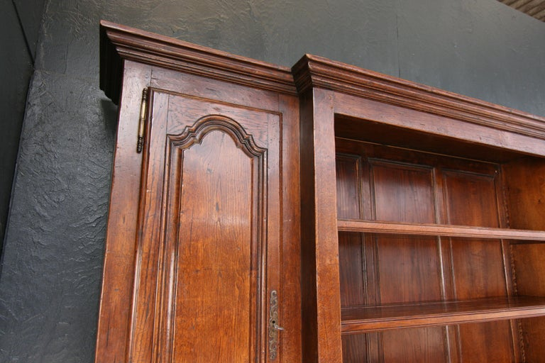 20th Century French Bookcase Cabinet Made of Oak For Sale 11