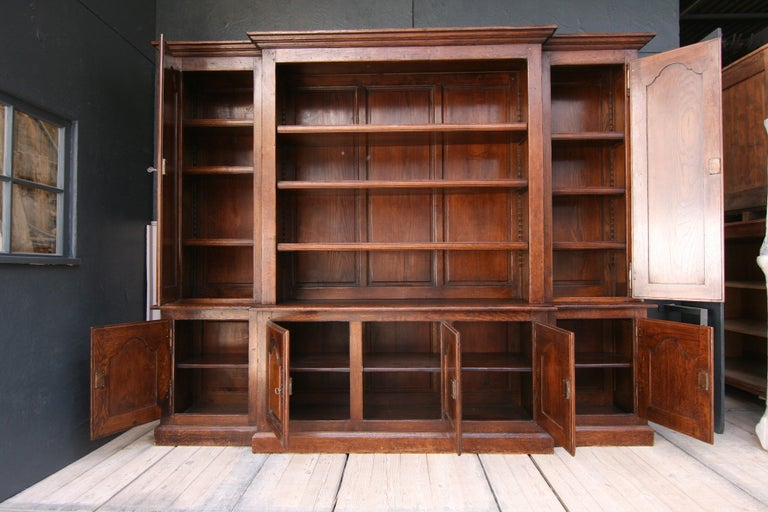 20th Century French Bookcase Cabinet Made of Oak For Sale 3