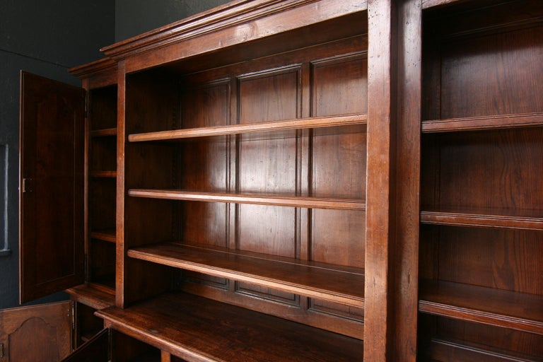 20th Century French Bookcase Cabinet Made of Oak For Sale 4