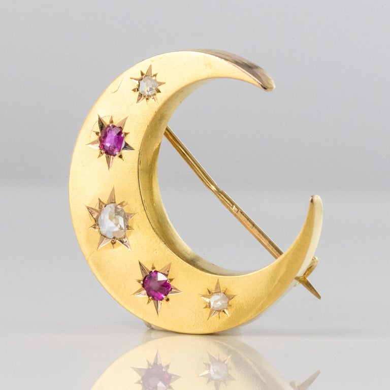 Belle Époque 20th Century French Diamonds Ruby 18 Karat Yellow Gold Moon Brooch For Sale