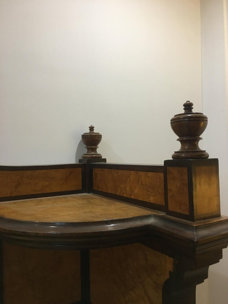 20th Century French Mahogany Briar-Root Vanity with Drawers and Carrara Marble For Sale 10