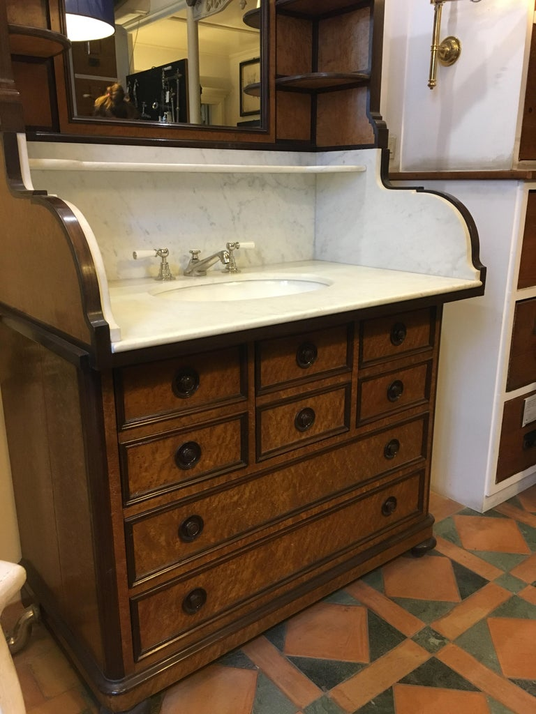 20th Century French Mahogany Briar-Root Vanity with Drawers and Carrara Marble In Good Condition For Sale In Florence, IT