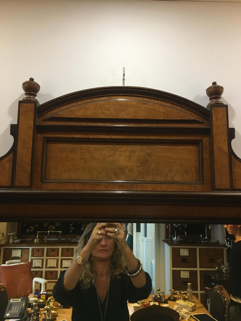 20th Century French Mahogany Briar-Root Vanity with Drawers and Carrara Marble For Sale 2