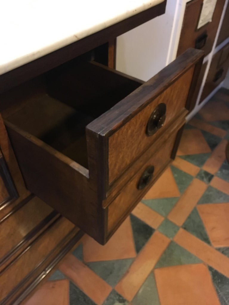 20th Century French Mahogany Briar-Root Vanity with Drawers and Carrara Marble For Sale 4