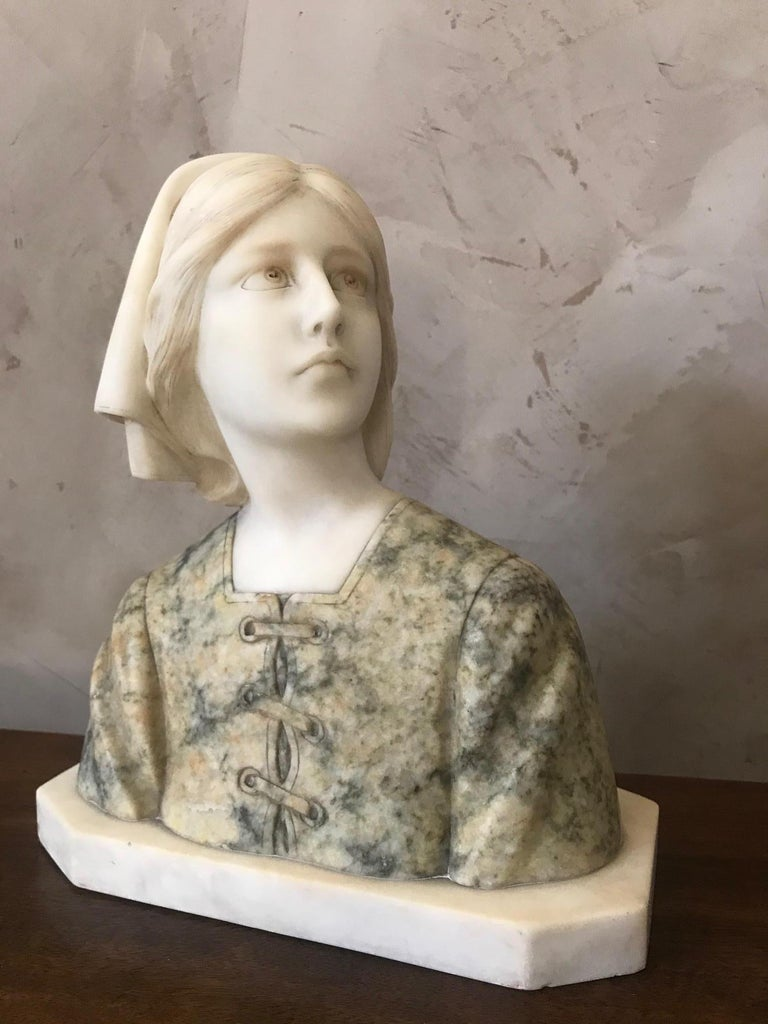 Beautiful marble woman bust from the 1920s. Bi-color, green marble dress.  Perfect condition and high quality. Signed