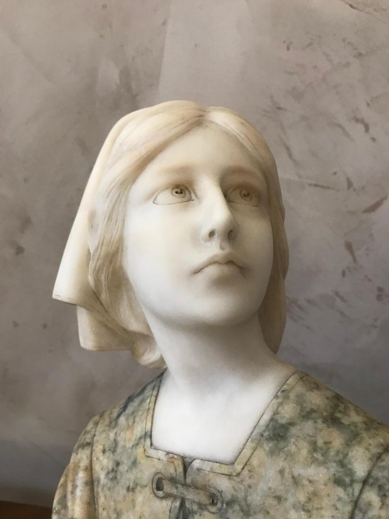 20th Century French Marble Woman Bust, 1920s In Good Condition For Sale In LEGNY, FR