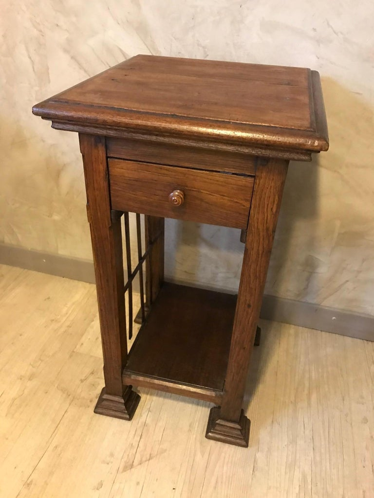 20th Century French Oak Side Table, 1920s In Good Condition For Sale In LEGNY, FR