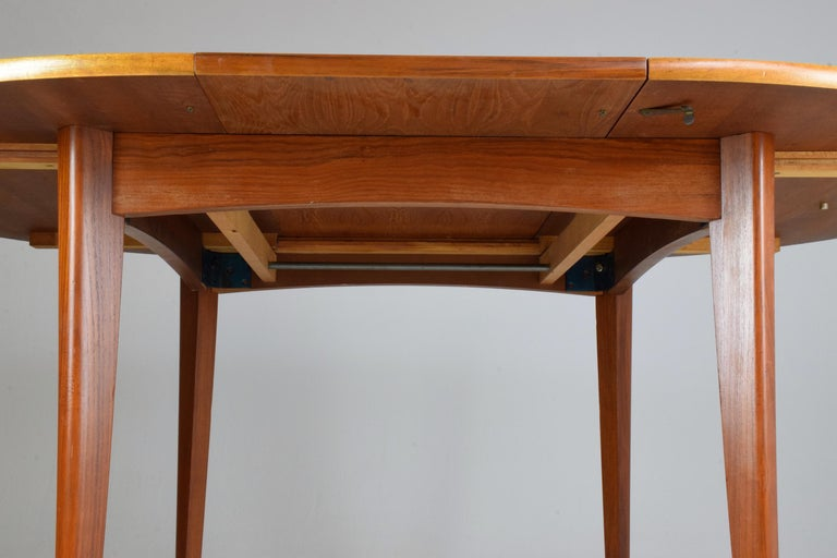 20th Century French Vintage Adjustable Dining Table, 1960s In Good Condition For Sale In Paris, FR
