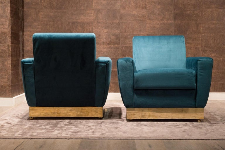 Polished 20th Century Geometrical Italian Blue Velvet and Brass Pair of Armchairs For Sale