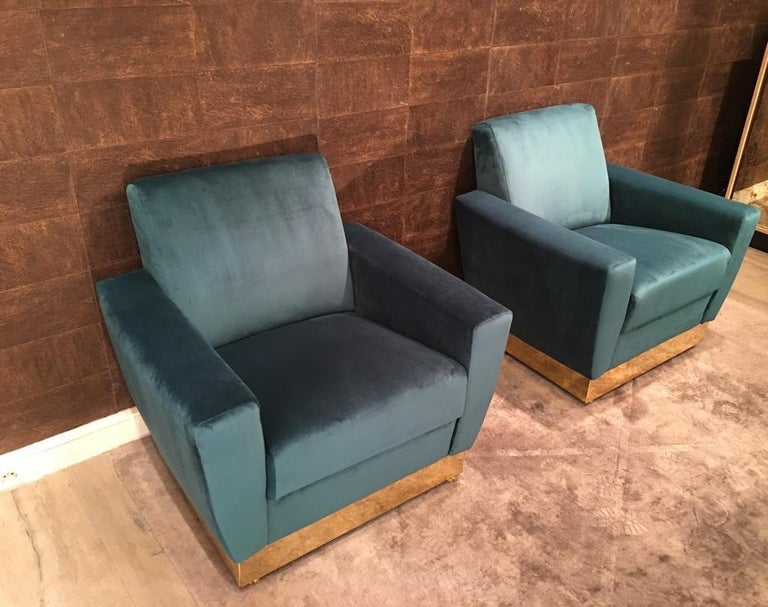 20th Century Geometrical Italian Blue Velvet and Brass Pair of Armchairs In Good Condition For Sale In Paris, FR