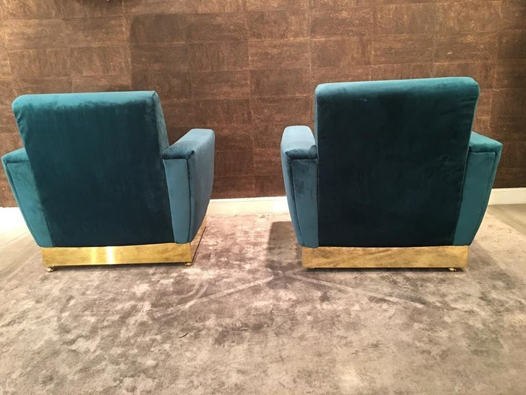 20th Century Geometrical Italian Blue Velvet and Brass Pair of Armchairs For Sale 1
