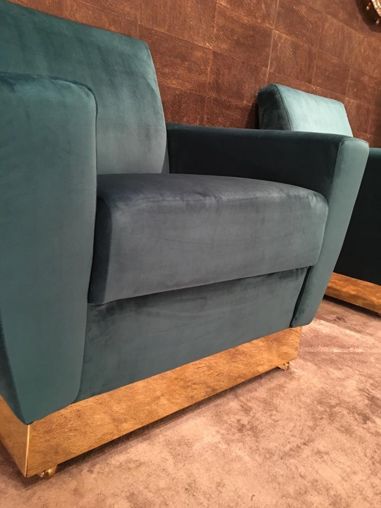 20th Century Geometrical Italian Blue Velvet and Brass Pair of Armchairs For Sale 2