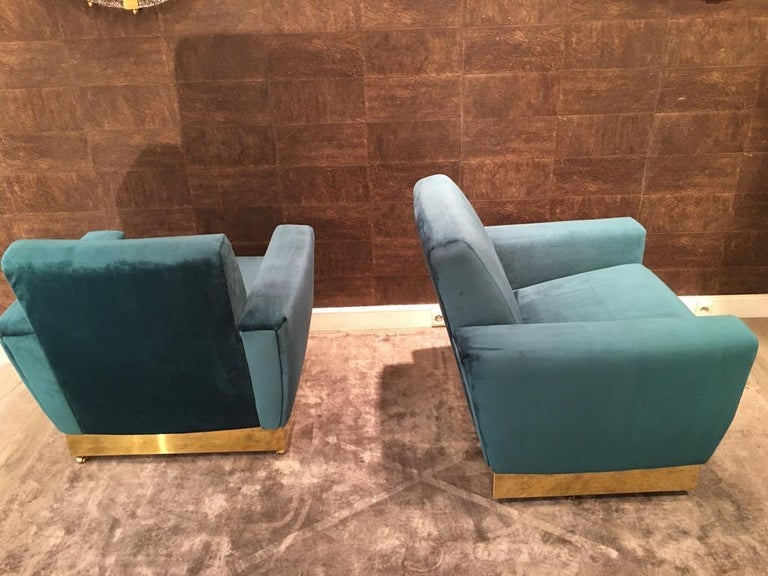 20th Century Geometrical Italian Blue Velvet and Brass Pair of Armchairs For Sale 4