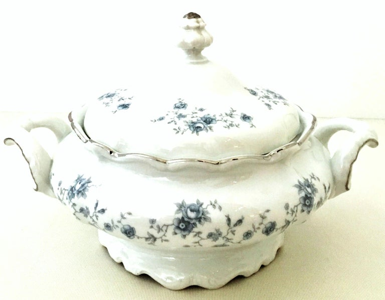 Mid-20th century German porcelain and platinum dinnerware set of 21 pieces by, Johann Haviland. The