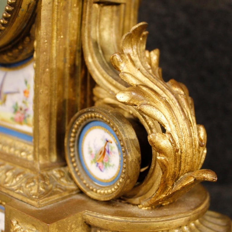 20th Century Gilded Bronze and Brass with Painted Ceramic French Clock, 1950 In Fair Condition For Sale In Vicoforte, Piedmont
