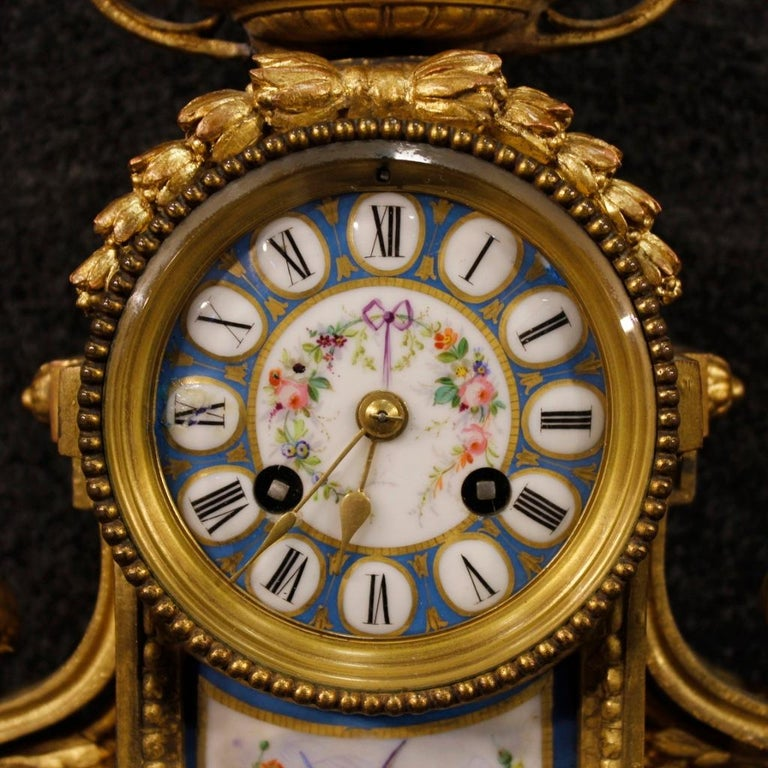 20th Century Gilded Bronze and Brass with Painted Ceramic French Clock, 1950 For Sale 5