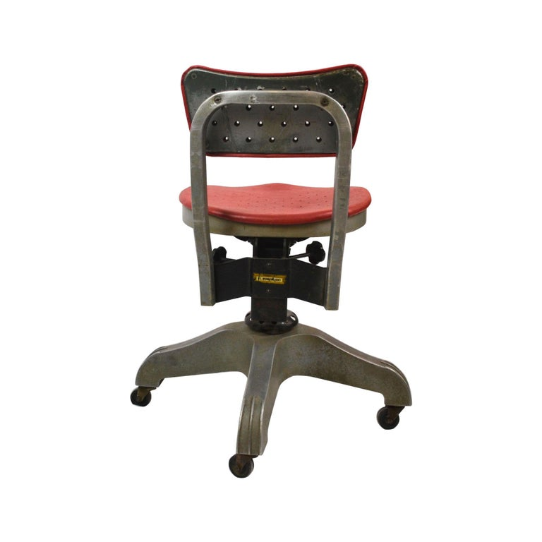 Enameled 20th Century Gio Ponti Swivel Chair for Montecatini Office for Kardex For Sale