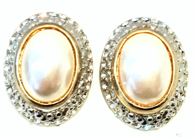 20th Century Givenchy Style Pair Of Austrian Crystal & Faux Pearl Earrings In Good Condition For Sale In West Palm Beach, FL