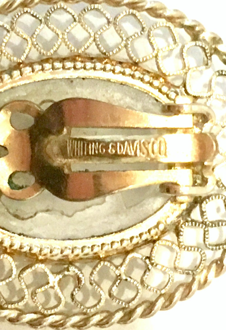 20th Century Gold And Carved Glass Necklace And Earrings By, Whiting & Davis S/3 For Sale 11