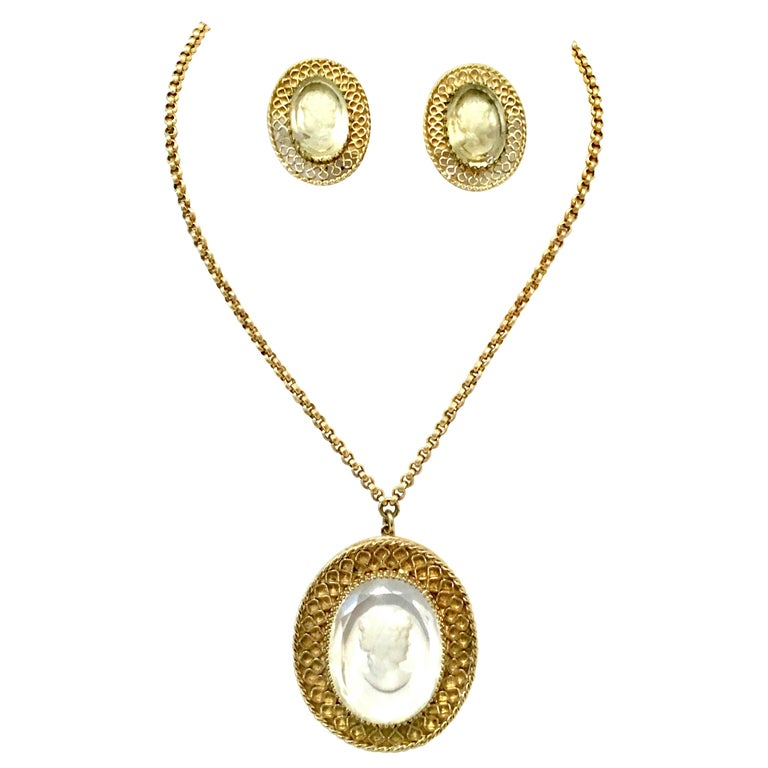 20th Century Gold And Carved Glass Necklace And Earrings By, Whiting & Davis S/3 For Sale