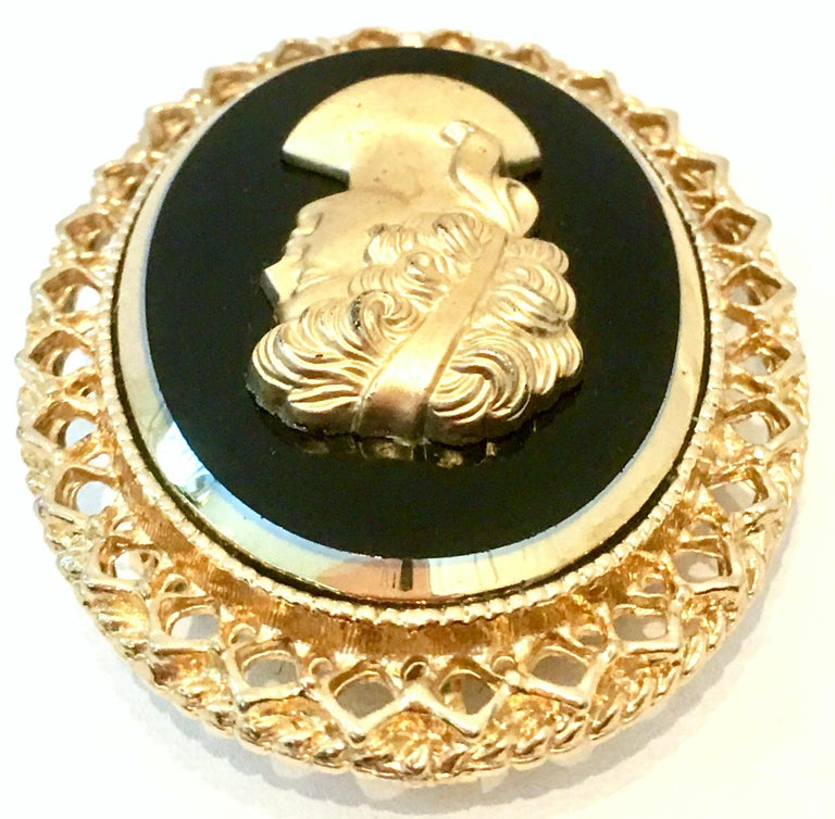 20th Century Gold Cut Glass Cameo Brooch & Necklace Pendant In Good Condition For Sale In West Palm Beach, FL