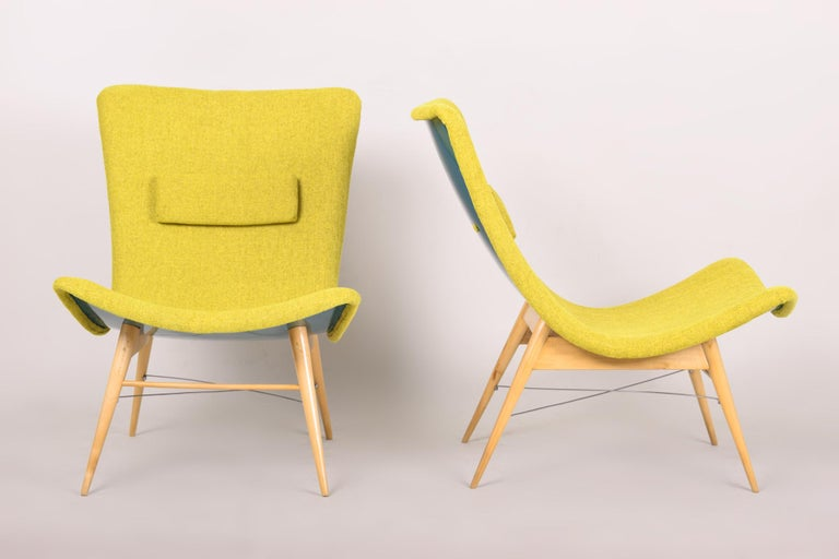 20th Century, Green Pair of Beech Armchairs, Czechia, 1950s, Completely Restored In Good Condition For Sale In Prague 1, CZ