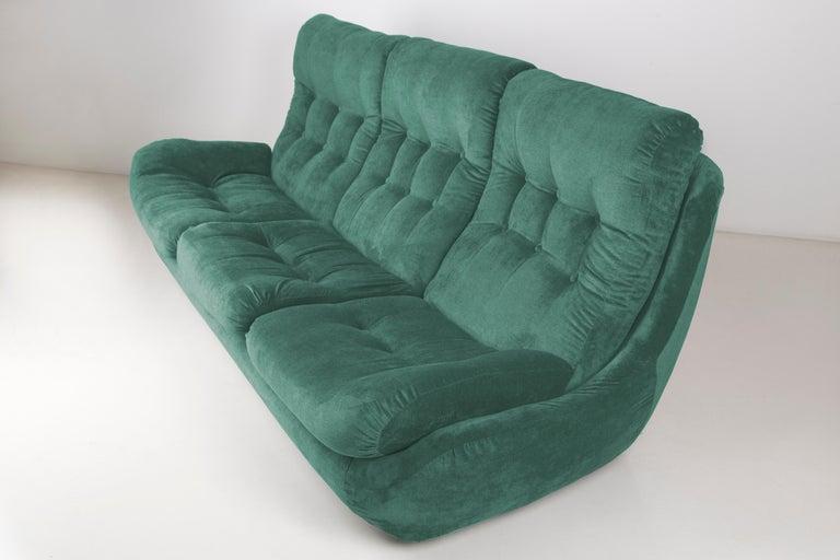 Mid-Century Modern 20th Century Green Velvet Atlantis Sofa, 1960s For Sale