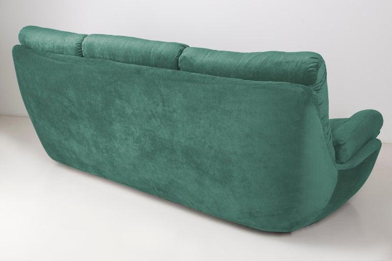 20th Century Green Velvet Atlantis Sofa, 1960s In Excellent Condition For Sale In 05-080 Hornowek, PL