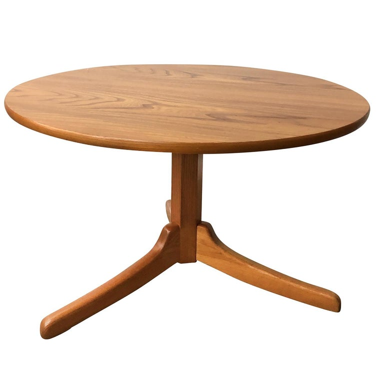 A vintage Mid-Century Modern Swedish gueridon table with a round top. Designed by Josef Frank and produced by Svenskt Tenn, Modell 560. Shellac polished, beautiful bird's-eye of Maplewood on three legs, in good condition. Wear consistent with age