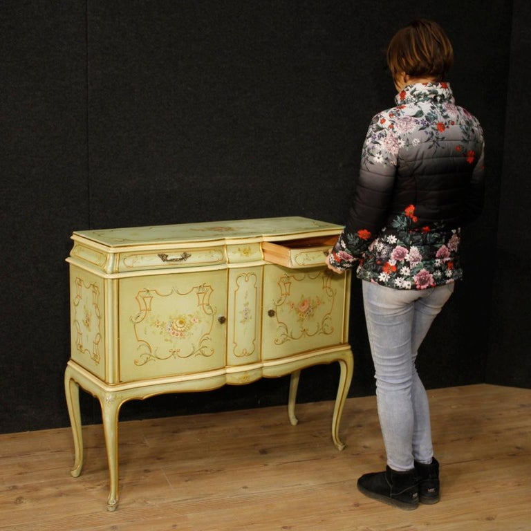 20th Century Lacquered, Gilded And Painted Wood Venetian Sideboard, 1960 In Good Condition For Sale In Vicoforte, Piedmont