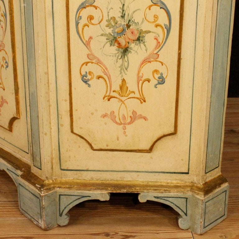 Venetian sideboard from 20th century. Nicely carved, gilded and painted wooden cabinet in neoclassical style. Sideboard of good line and excellent proportion, that can be easily placed in different parts of the house. Furniture with a drawer and two