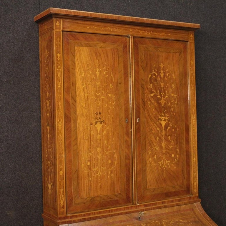 Italian trumeau from the mid-20th century. Louis XVI style furniture richly inlaid with floral decorations in walnut, rosewood, maple, boxwood and fruitwood. Double body trumeau equipped with two drawers and fall-front at the bottom. Interior with