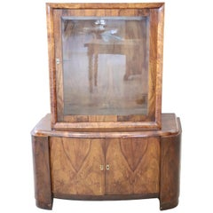 20th Century Italian Art Deco Veneered Walnut Vitrine