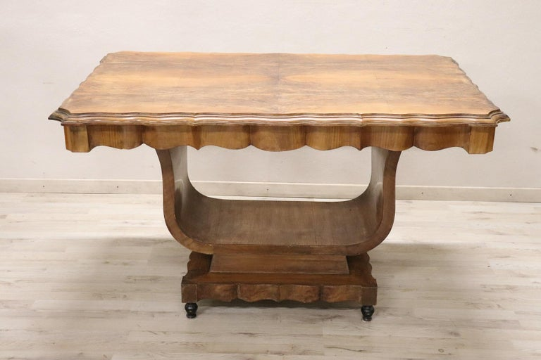 Delicious Italian Art Deco table 1930s. Made of fine walnut burl with. Perfect table for a dining room or to embellish the center of a large hall. Perfect condition ready to be used in your beautiful home.