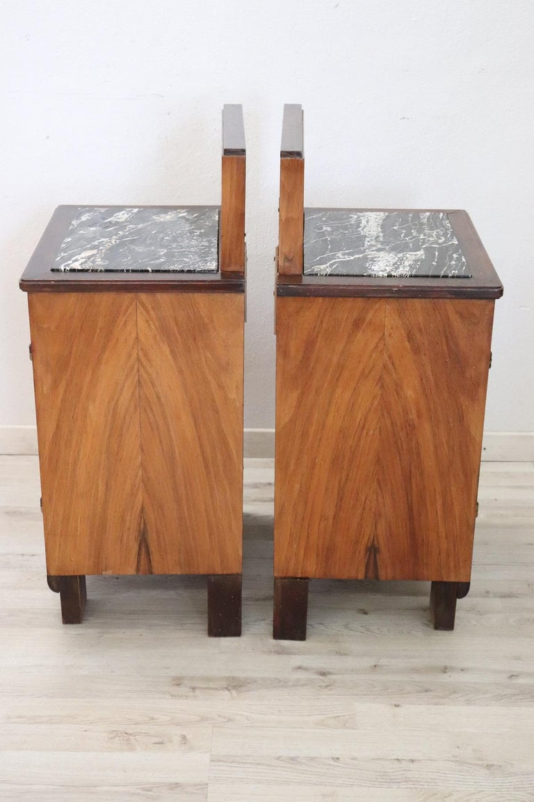Mid-20th Century 20th Century Italian Art Deco Walnut Inlaid Pair of Nightstands with Marble Top For Sale