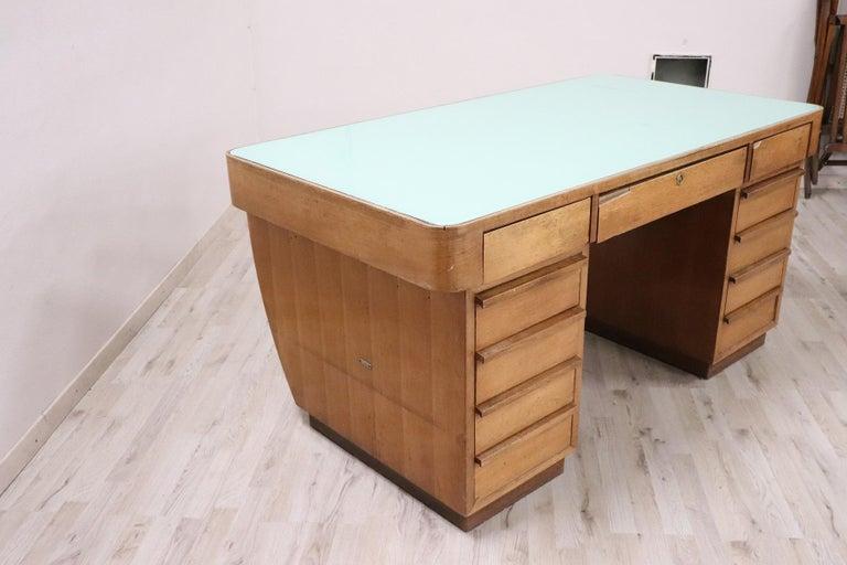 20th Century Italian Art Deco Writing Desk in Walnut Veneered and Glass Top In Good Condition For Sale In Bosco Marengo, IT