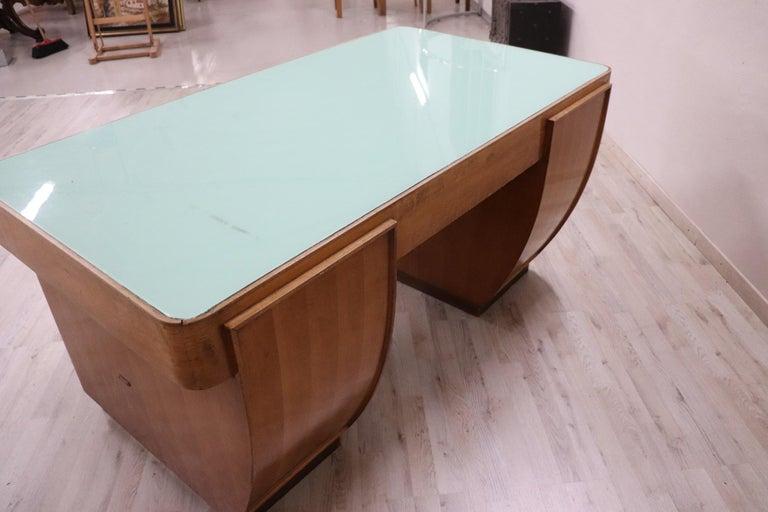20th Century Italian Art Deco Writing Desk in Walnut Veneered and Glass Top For Sale 2